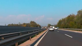 Weg in Slovenië, A1 tussen Ljubljana en Maribor, nabijheid van Lukovica stock footage