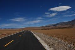Weg in Tibet Royalty-vrije Stock Afbeeldingen