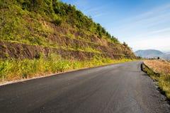 Weg tot bovenkant van Berg in Platteland, Nan Stock Foto's