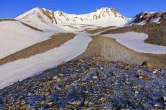 Weg tot de bovenkant van Onderstel Erciyas in centraal Anatolië, Turkije stock afbeelding