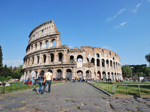 Weg um das Kolosseum. stockbild