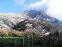 Weg und Ansicht des Bergs Faito in der Seifenlösung Italien lizenzfreies stockbild