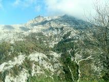 Weg und Ansicht des Bergs Faito in Italien stockbild