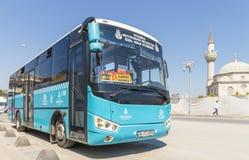 Weg und Reisebusse auf den Straßen von Istanbul L Transport die Türkei Lizenzfreies Stockfoto