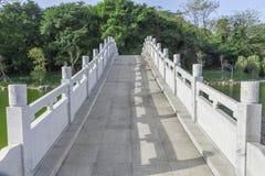 Weg van de brug van de steenboog Royalty-vrije Stock Afbeeldingen