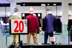 20% weg Verkaufs- und Händlerpreiszeichen Stockfoto