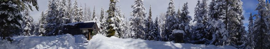 Weg vom Gitter Winter-kleinen Haus Lizenzfreies Stockfoto