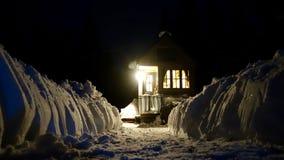 Weg vom kleinen Haus des Gitters in den Bergen Stockfotos