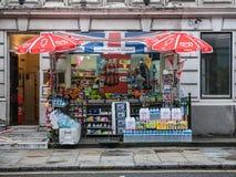 Weg vom Lizenzstall auf London-Straße Stockfotografie