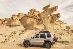 Weg vom Straßenauto in der Wüste, Autoreisekonzept Stockfoto