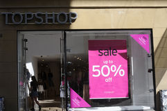 50% WEG VOM VERKAUF AN TOPSHOP Lizenzfreie Stockfotos