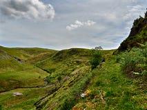 Weg von der geschlagenen Bahn in einem Waliser-Tal Lizenzfreie Stockfotografie