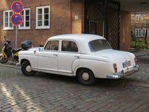 Weg von weißem Auto Mercedes Benzs 180 in Hamburg Stockfotos