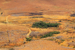 Weg, weg in Drakensberg-het landschap van Draakbergen Royalty-vrije Stock Afbeeldingen