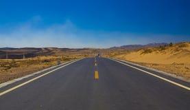 Weg in woestijn Stock Afbeelding
