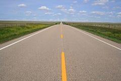 Weg in Zuidelijke Alberta Stock Afbeeldingen