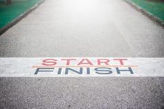 Weg zum Erfolg und zur Zukunft, Weg zum Erfolg und die zukünftige Straße Stockbild