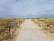 Weg zum Strand in Noordwijk Lizenzfreie Stockbilder
