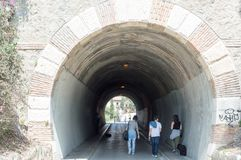 Weg zum Tunnel lizenzfreie stockfotos