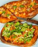Weganin pizza i mięso pizza Zdjęcie Royalty Free
