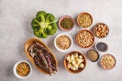 Weganin proteiny źródło Tofu, fasole, chickpeas, dokrętki i ziarna, dalej zdjęcia royalty free
