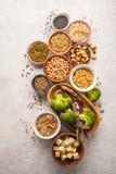 Weganin proteiny źródło Tofu, fasole, chickpeas, dokrętki i ziarna, dalej zdjęcie stock