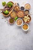 Weganin proteiny źródło Tofu, fasole, chickpeas, dokrętki i ziarna, dalej obraz stock