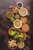 Weganin proteiny źródło Tofu, fasole, chickpeas, dokrętki i ziarna, dalej fotografia royalty free