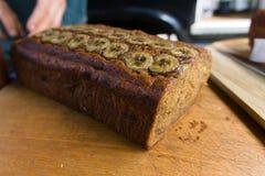 Weganinu bananowy chleb sprzedawał na ulicznym jarmarku obraz royalty free
