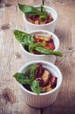Weganinu jedzenie: trzy talerza piec na grillu warzywa Zdjęcia Stock
