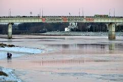 Wegbrug over Volkhov-rivier in Veliky Novgorod, Rusland royalty-vrije stock afbeeldingen