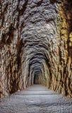Wegdurchlauf im Tunnel Stockfotos
