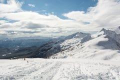 Wege, die auf einen Berg führen Stockfotos