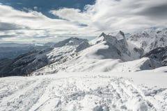 Wege, die auf einen Berg führen Lizenzfreies Stockbild