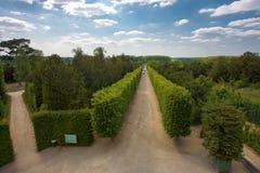 Wege herein im parc von Versailles-Palast Lizenzfreies Stockfoto
