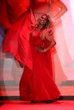 Wege Laverne Cox die Rollbahn am Gehungs-Rot für Frauen-rote Kleidersammlung 2015 Lizenzfreies Stockbild