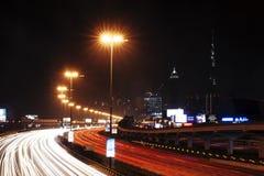 Wegen bij Nacht in Doubai royalty-vrije stock foto