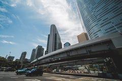Wegen en lange gebouwen in Tokyo stock foto
