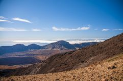 Wegen en rotsachtige lava van vulkaan Teide Royalty-vrije Stock Foto