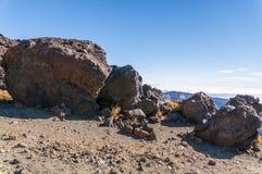 Wegen en rotsachtige lava van vulkaan Teide Stock Afbeelding