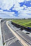 Wegennet rond Hoofd de Luchthaventerminal 3, tweede van Peking - grootste terminal in de wereld stock foto