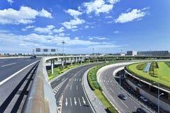 Wegennet rond Hoofd de Luchthaventerminal 3, tweede van Peking - grootste terminal in de wereld stock fotografie