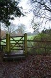 Wegerechttor in der Sussex-Landschaft Stockbild