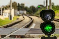 WegewahlAmpel mit einem grünen Signal auf Eisenbahn Stockfotografie