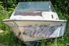 Weggeworfenes Boot Stockbild