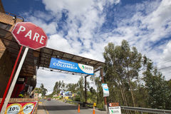 Weggrens tussen Ecuador en Colombia Stock Fotografie