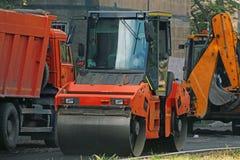 Wegmachines voor wegreparatie stock fotografie