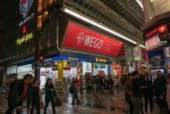 WEGO-afzet bij Dotonbori-straat in Osaka Japan stock foto's