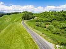 Wegreis op rollende heuvel in Rotorua, Nieuw Zeeland Royalty-vrije Stock Afbeeldingen