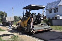 Wegreparatie in de stad van Balabanovo, Kaluga-gebied (Rusland) op 2 Juni 2015 Royalty-vrije Stock Afbeelding